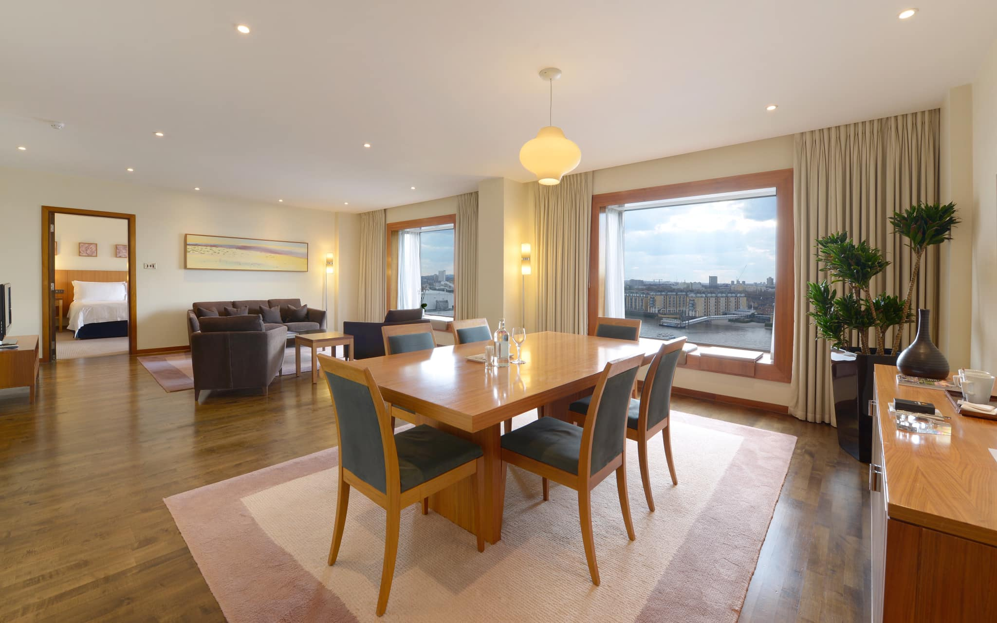 Canary Riverside Plaza penthouse suite ivew over River Thames of top luxury hotels in Canary Wharf