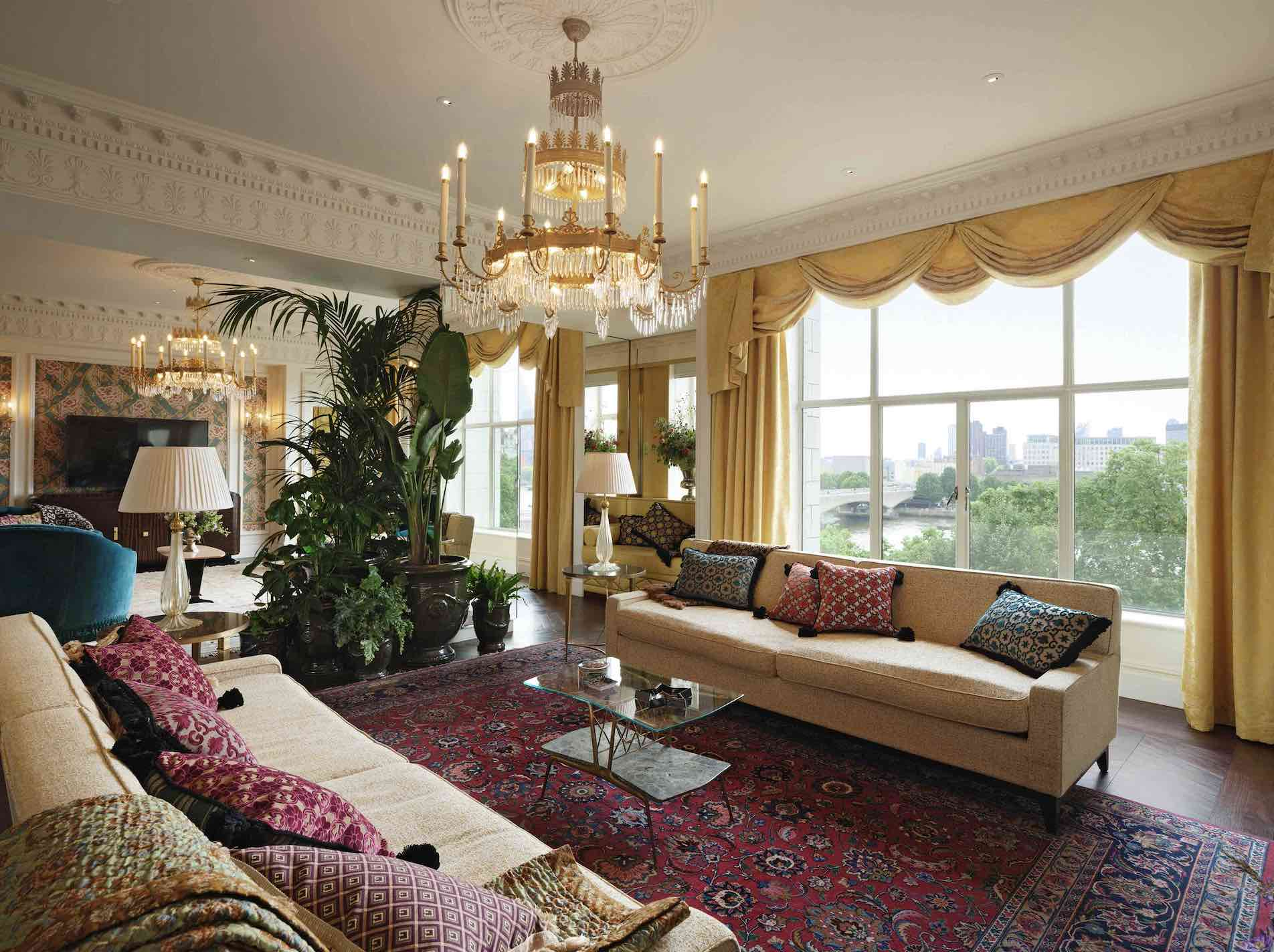 london-savoy-Royal Suite of luxury hotels in central London with view over Thames